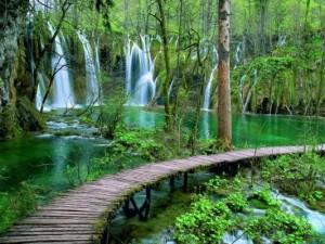 Gornja jezera Pevalekovi slapovi Plitvička Jezera