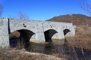 Lovinac Kameni most